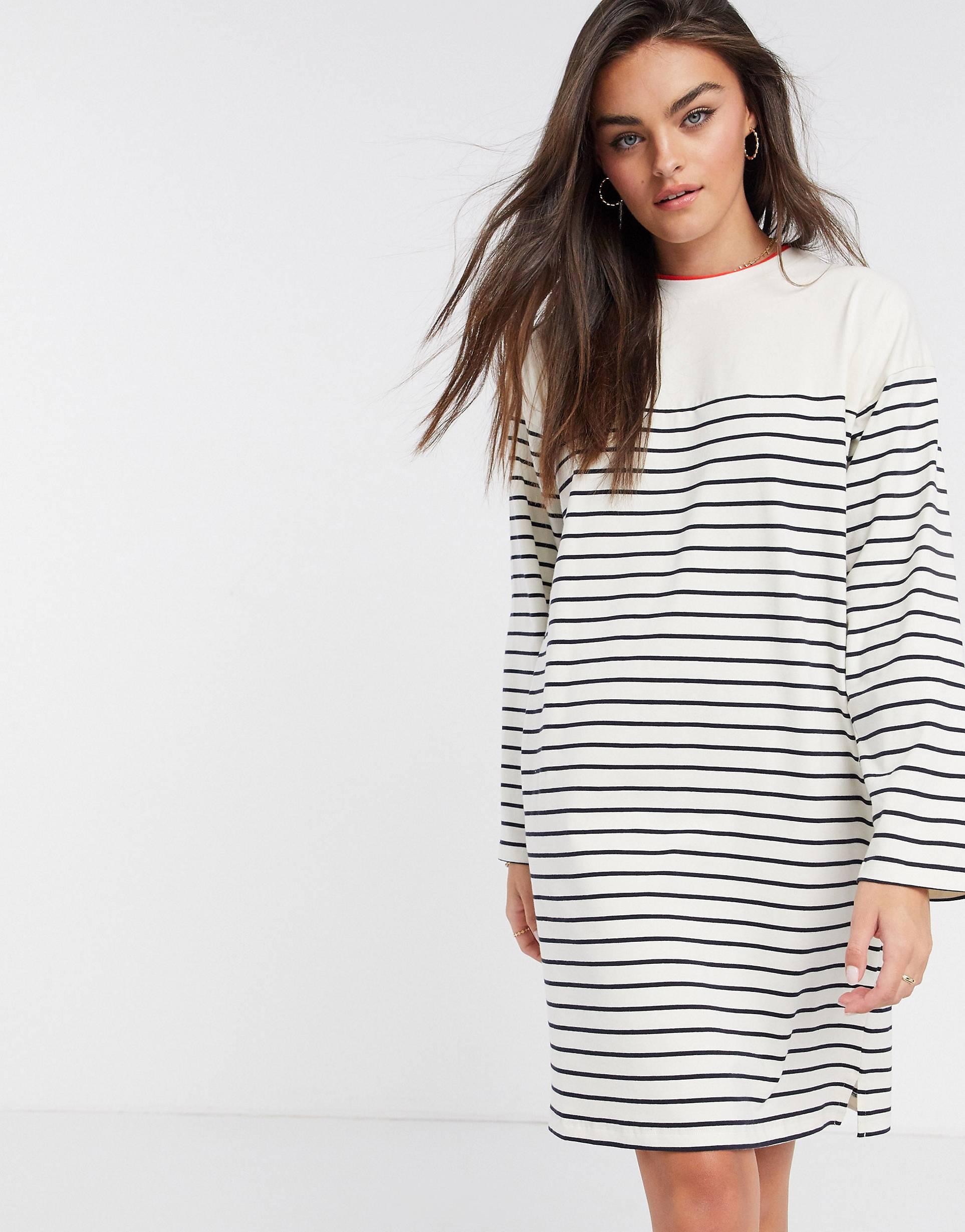 Vestido de manga larga a rayas bretonas.