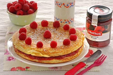 Receta de tarta de tortitas con mermelada de fresa Helios