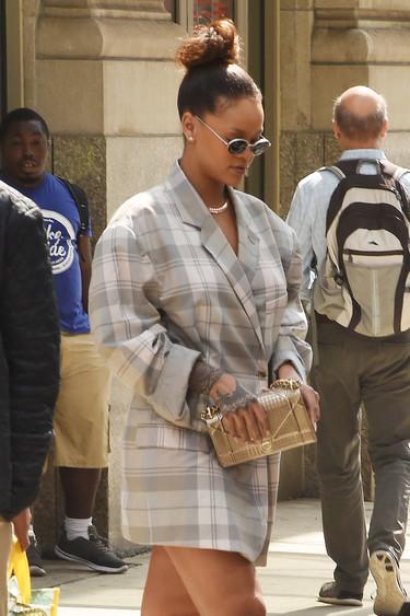 La blazer oversize ya es una tendencia imparable y si no que se lo digan a Rihanna por las calles de Nueva York