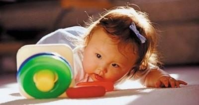 Estimulando al bebé en el segundo mes de vida