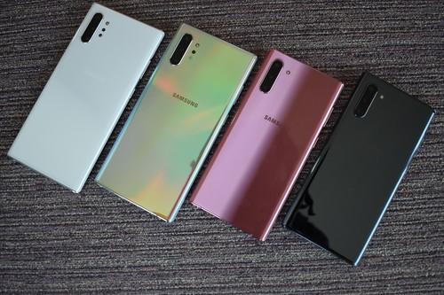 """Galaxy Note 10 y Note 10+, primeras impresiones:  la difícil tarea de ser el smartphone """"más diferenciador"""" de Samsung"""