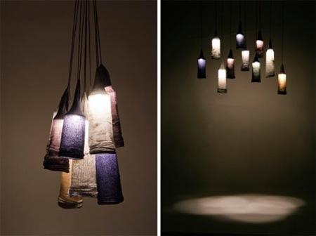 Objetos decorativos fabricados con materiales curiosos, como periódicos o calcetines