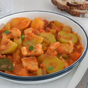 Bacalao guisado con verduras y patatas, la receta de mi madre para la cuesta de enero