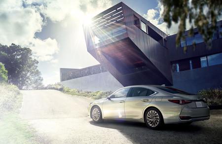 Lexus le ganó a Audi y el nuevo ES es el primero con cámaras en lugar de retrovisores