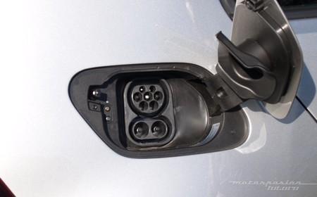 Volkswagen e-Golf puerto de recarga CCS