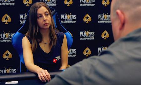 Una periodista se metió en el mundo del póker para un artículo. Se volvió tan buena que dejó el periodismo