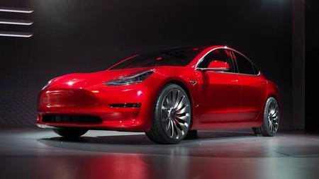 El Tesla Model 3 desembarca en Valencia, inaugurando la quinta tienda Tesla de España