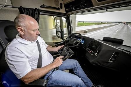 mercedes-future-truck-1.jpg