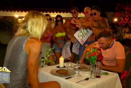 Los 'anti cuernos' fastidiaron la cena romántica de Yola Berrocal y Cristian Suescun en La Casa Fuerte