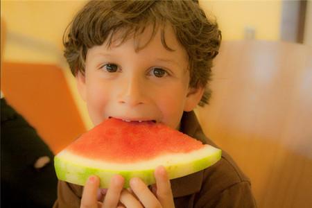 Sandía: el preciado fruto del verano que gusta a los niños y beneficia su salud