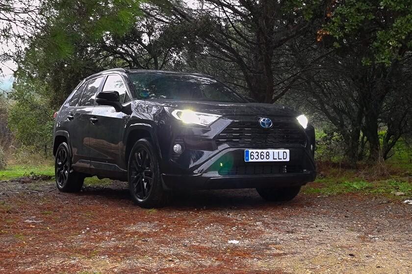 Un comportamiento suave, fluido y poderoso del Toyota RAV4 Black Edition
