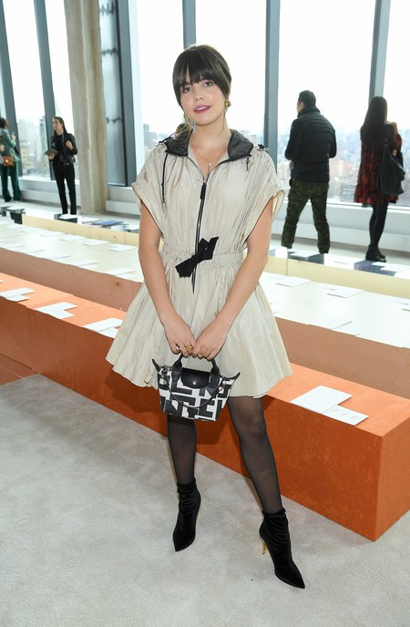 desfile longchamp front row bailee madison