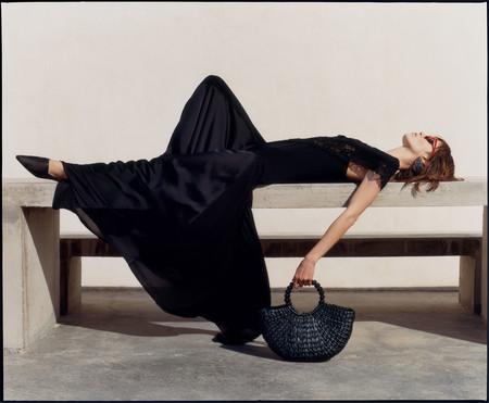Zara propone una colección donde el largo de las prendas es infinito (y nos traslada de pleno a la primavera)
