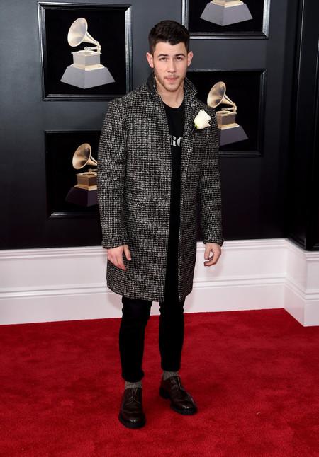 Nick Jonas Lleva Su Colaboracion Con John Varvatos A La Alfombra Roja De Los Premios Grammy 2