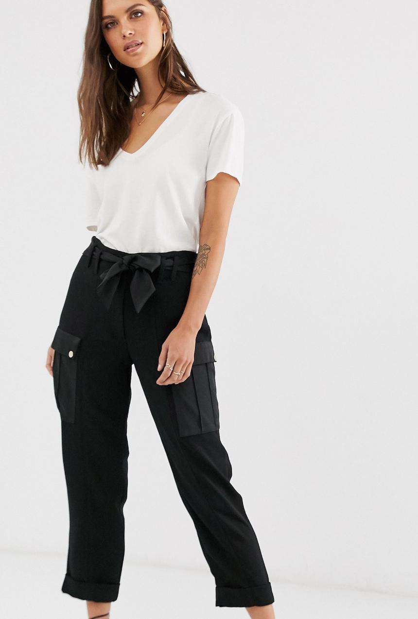 Pantalones utilitarios de pinza en negro de River Island