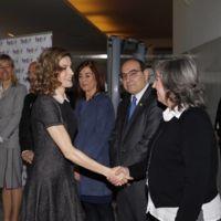 La Reina Letizia apuesta por un 'look baby doll' para su día con niños en Bilbao