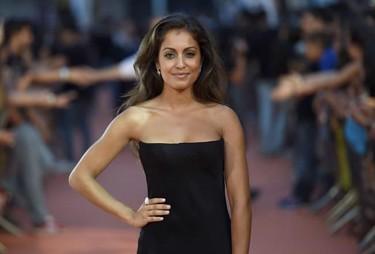 Hiba Abouk con silueta perfecta y un negro muy poco favorecedor en el FesTVal de Vitoria