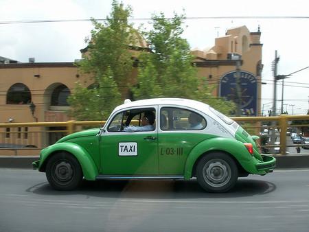 México DF: los 'vochos', sus taxis emblemáticos, dicen adiós