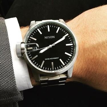 Carácter de la tierra negra: reloj Chronicle de Nixon