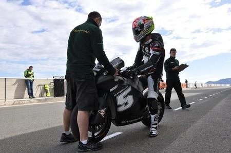 El Red Bull KTM Ajo y el Caterham Moto2 continúan los ensayos en Almería
