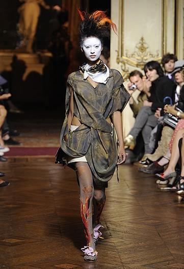 Foto de Vivienne Westwood Primavera-Verano 2010 en la Semana de la Moda de París (10/21)