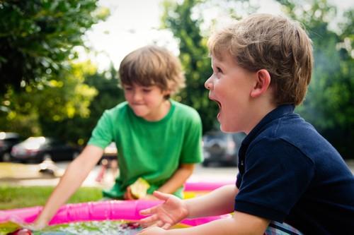 En el verano, deja que los niños se aburran: les ayuda a ser autosuficientes y desarrollar su creatividad