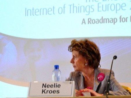 """La comisaria Neelie Kroes quiere """"empujar"""" a los gobiernos al uso del software libre"""