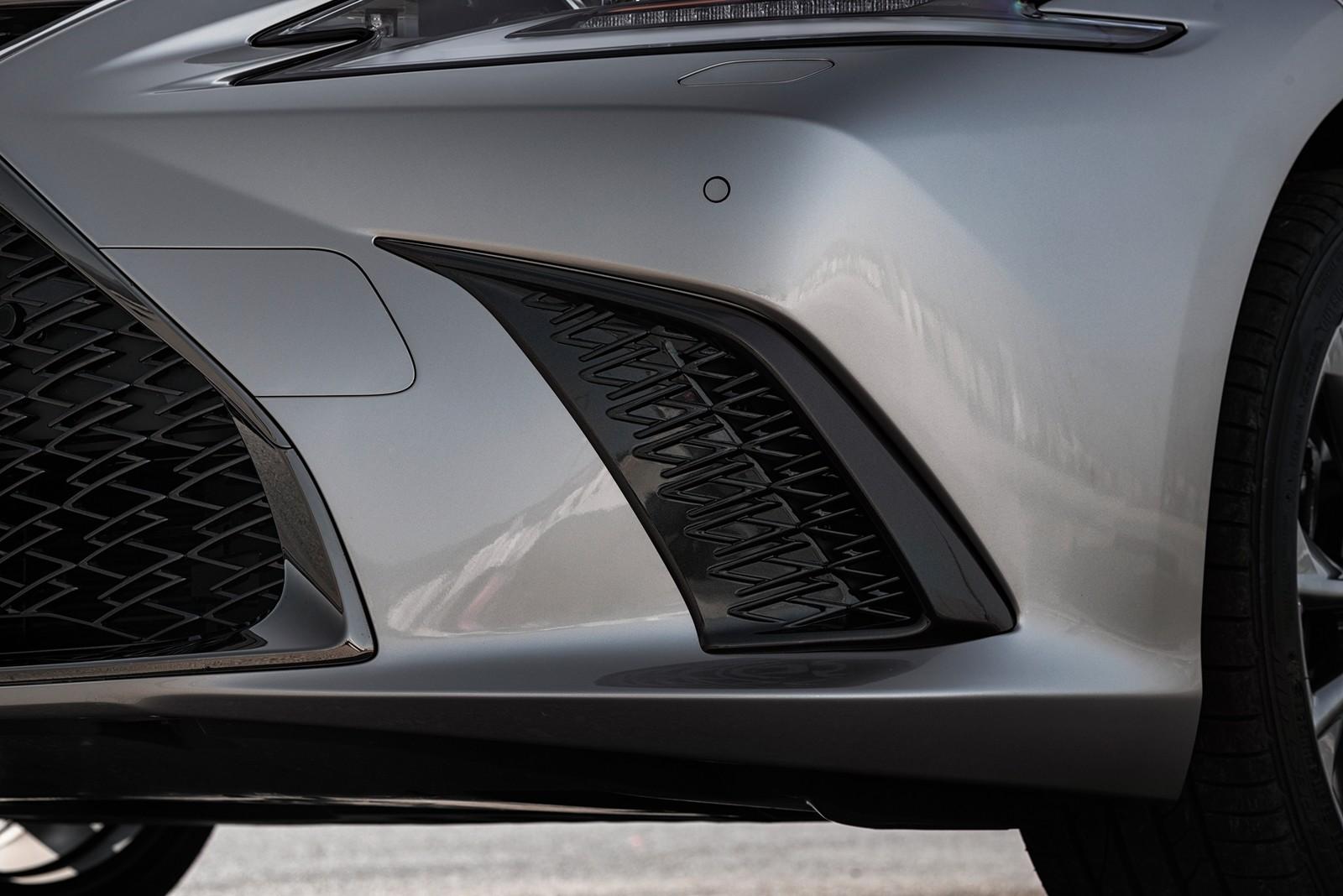 Foto de Lexus ES 300h 2019 (25/79)