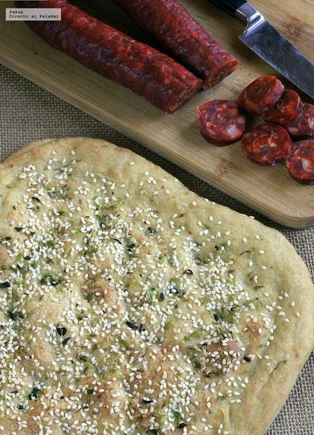 Pan mediterráneo de sésamo y orégano, receta fácil para iniciarse como panarra