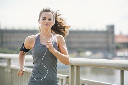 Maratón de Sevilla: playlist de cuatro horas y media de música para que acompañe tus zancadas en la carrera