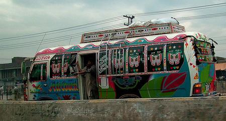 De Pakistán al Reino Unido con un sólo billete de bus