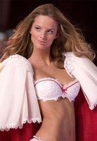 ¡La nueva novia de Guy Ritchie, Michaela Kocianova, está para mojar pan!