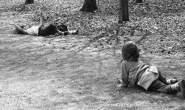 Niños jugando al aire libre 2