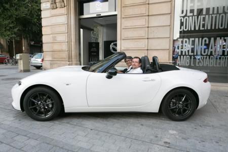 Cuando tu nuevo Mazda MX-5 te lo entrega su padre sientes algo especial