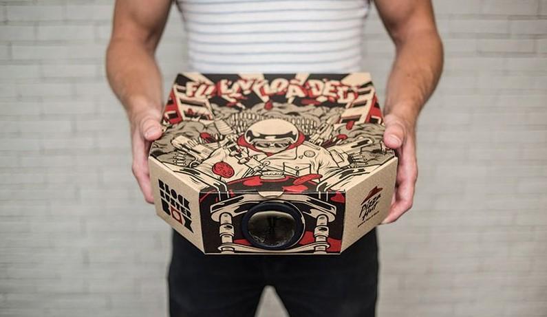 No Tires Esta Caja De Pizza Se Convierte En Un Proyector