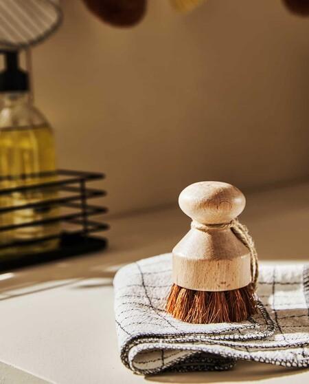 cepillo limpia platos antes fregaplatos