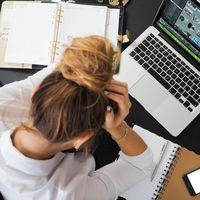 ¿Todo el día sentado en el trabajo? Tenemos tres ideas para compensarlo y mejorar tu salud