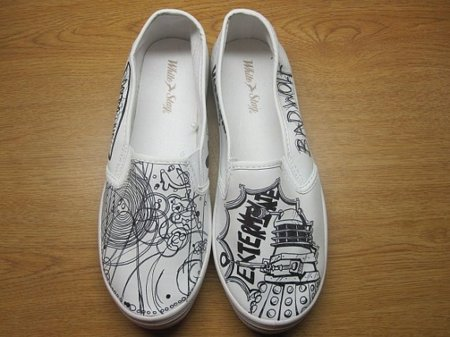 Zapatillas customizadas de Doctor Who