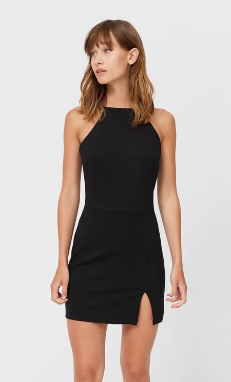 https://www.stradivarius.com/es/mujer/ropa/compra-por-producto/vestidos/ver-todo/vestido-halter-corto-c1020035501p302364720.html?colorId=001