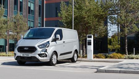 Ford Transit Custom y Tourneo Custom híbridas enchufables: más de 50 km para ir en modo eléctrico por la ciudad