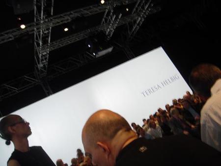 Teresa Helbig abre la pasarela 080 Fashion Barcelona