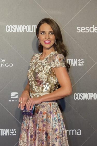 """Paula Echevarría y su vestido de """"época moderna"""" no convencen en los Premios Cosmopolitan 2015"""