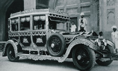 La leyenda del marajá indio que se vengó de Rolls-Royce usando sus coches de lujo para recoger la basura