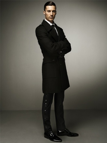 Zara y sus looks elegantes para esta Navidad: lookbook completo, abrigo negro