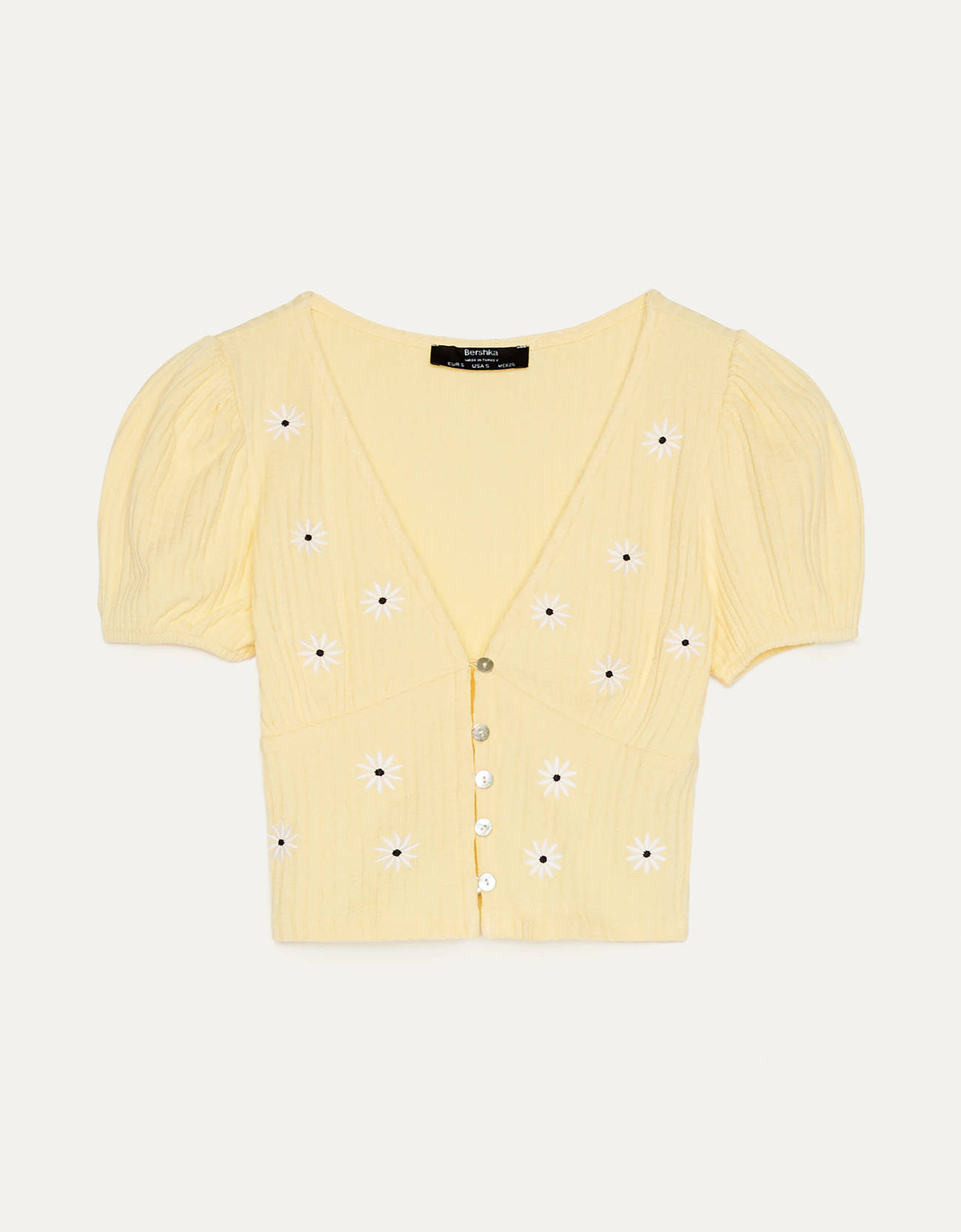 Camiseta con bordado de margaritas.
