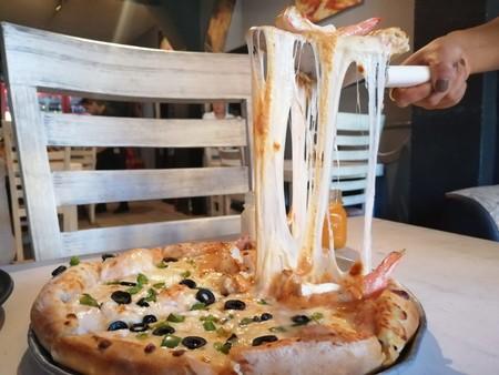 Chiwawas Pizza: un rincón pet friendly de la CDMX en donde cada pizza es un homenaje al queso