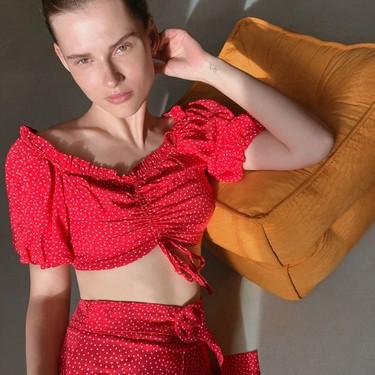 17 prendas de lunares ideales: la tendencia que nunca pasa de moda y que sale al rescate siempre