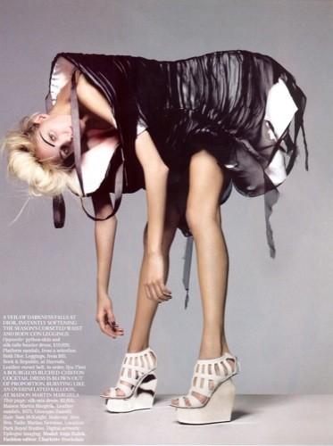 Vogue UK adelanta la tendencia blanco y negro con Anja Rubik