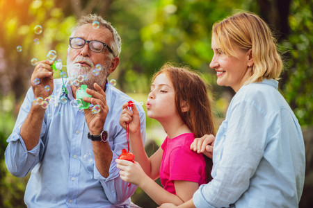 Abuelos Nieta Burbujas