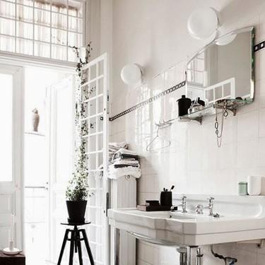 """Un baño """"vintage"""" en blanco y negro"""